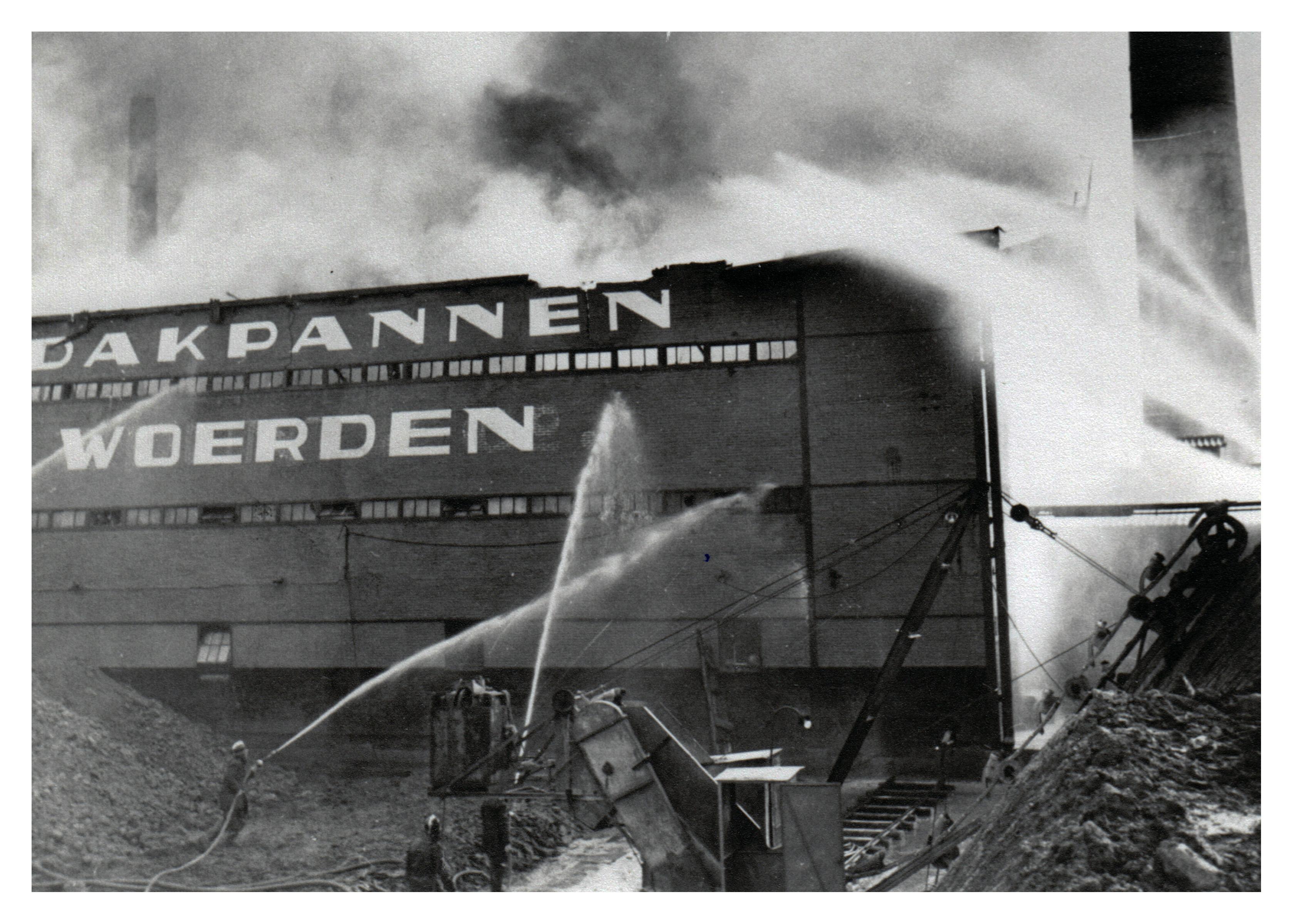 17 Brand Wodast 10 mei 1954
